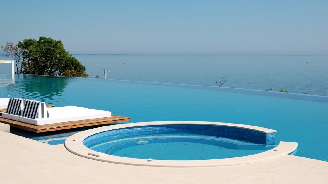 Projeto De Piscina: Como construir uma piscina com borda infinita