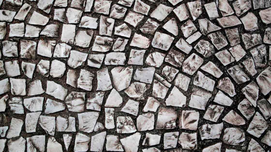 Tipos de piso: Pedra portuguesa